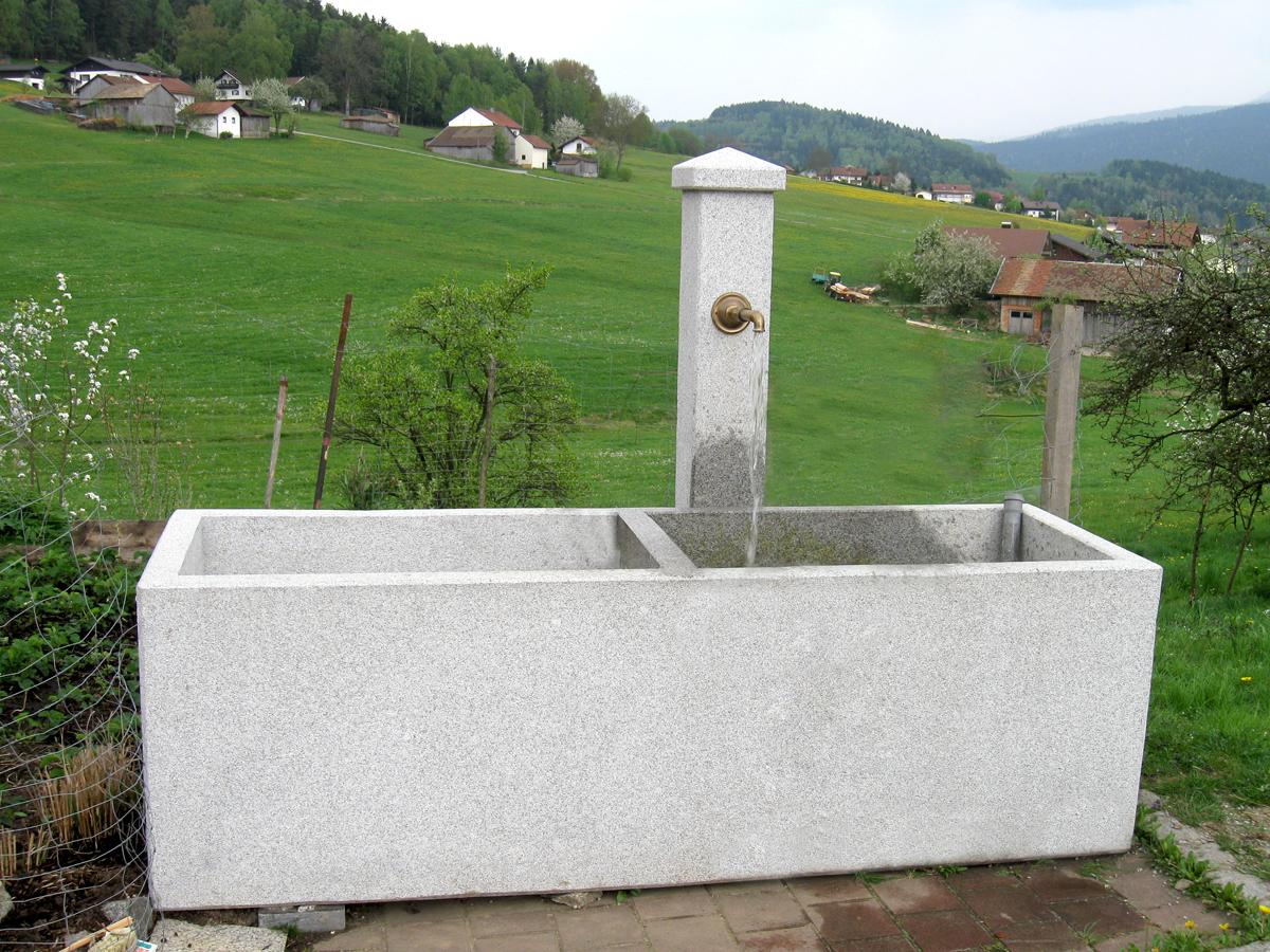 Brunnentrog-bearbeitet.jpg